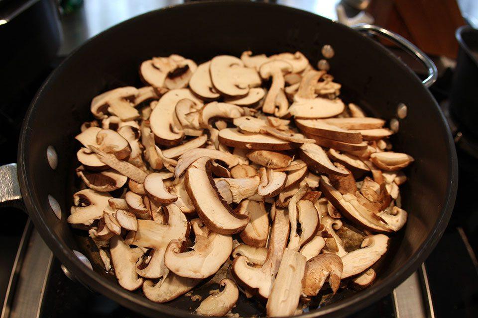 Sliced mushrooms | Nomad with Cookies