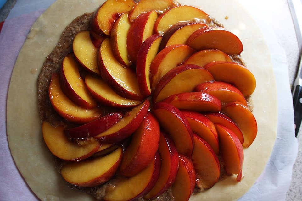 Arrange peaches for galette | Nomad with Cookies