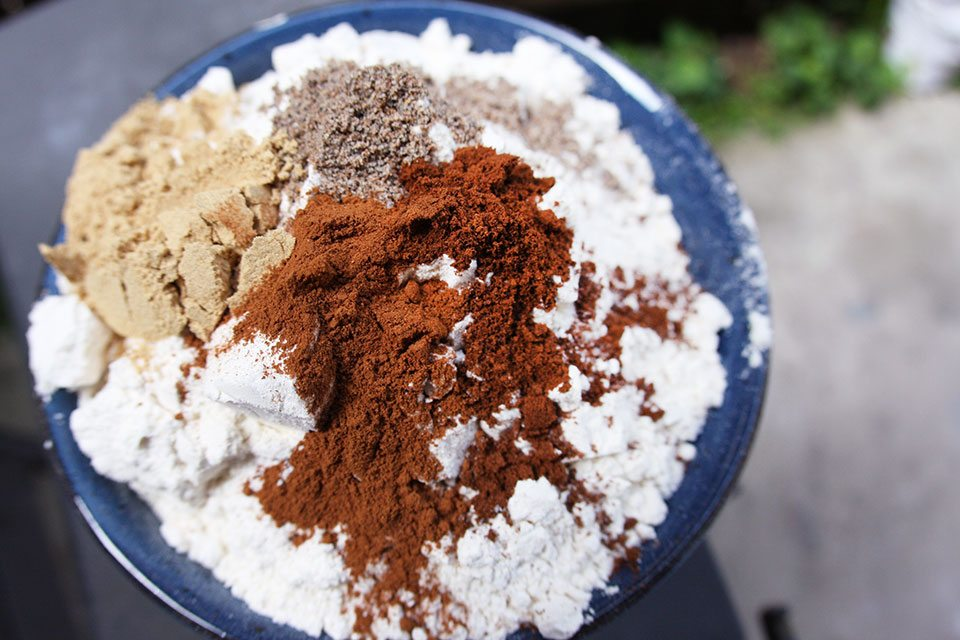 Gingersnap spices   Nomad with Cookies