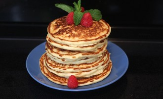 Lemon ricotta pancakes with mint honey syrup recipe | Nomad with Cookies