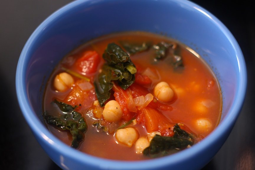 kale, tomato and chickpea soup recipe | nomad with cookies