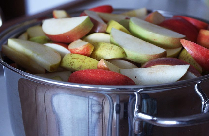 Fill pot with sweet and tart apples