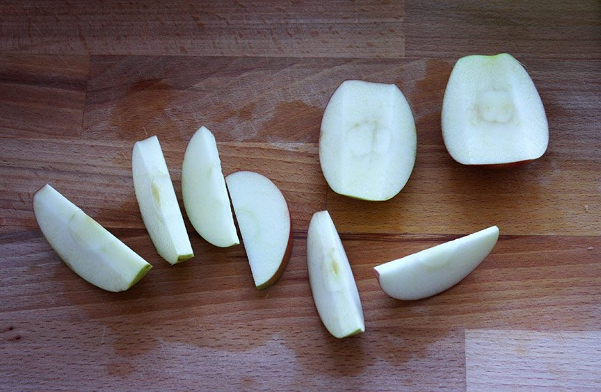 Slice apple for cider